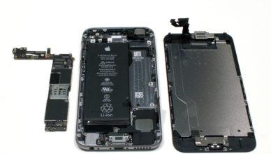 Ремонт или замена батареи для телефона - извечный вопрос, а может лучше вообще – купить новое устройство для связи? Мобильный телефон стал неотъемлемой частью в жизни каждого человека. И как же грустно и невыносимо становится жить, когда выходит из строя аккумулятор для телефона в AKS.ua. Это – самая популярная поломка. Ведь данная деталь постоянно поддается зарядке и разрядке, внешним деформациям, а также он отвечает за стабильную работу всего устройства. Ремонт аккумулятора для телефона - для мобильного телефона - это сложная процедура, выполняя которую нет гарантий, что получится восстановить полную исправность батареи и обеспечить ее стабильную работу. Лучше всего с задачей замены батареи для телефона в Киеве справятся мастера сервисного центра. Однако, даже и специалисты не всегда берутся за такие ремонтные работы, поскольку лучшим выходом считается замена аккумулятора на новый. Но, если заказать аккумулятор для телефона невозможно, что маловероятно, но все-таки случается, то в таком случае ремонт действительно оправдан. Восстановление аккумулятора в мобильном устройстве Украины становится особенно актуальным тогда, когда пользователь понимает, что похожие модели аккумулятора уже не выпускают, а с продажи их и вовсе сняли пару месяцев назад. Почему? - Просто остановлен серийный выпуск телефона и всех его комплектующих, а вместо него запущены в производство новые модели. Актуальна ли на мобильном телефоне замена аккумулятора? Аккумуляторы в модернизированных мобильных устройствах имеют более сложное устройство, нежели те, что были раньше, поэтому их цена составляет примерно половину стоимости от самого мобильного гаджета. Поэтому и причин поломки у них может быть гораздо больше: пришел в негодность из-за износа, физическое воздействие, брак от производства, частые падения, неправильная зарядка; неисправный блок зарядного устройства; попадание влаги на контакты; Это и другие причины могут приблизить аккумулятор на телефоне к его скорой «смерти». И это, не говоря 